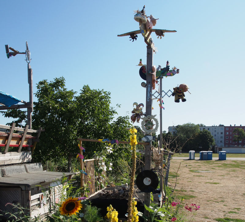 Garden with art installation at the Tempelhofer Feld in Berlin